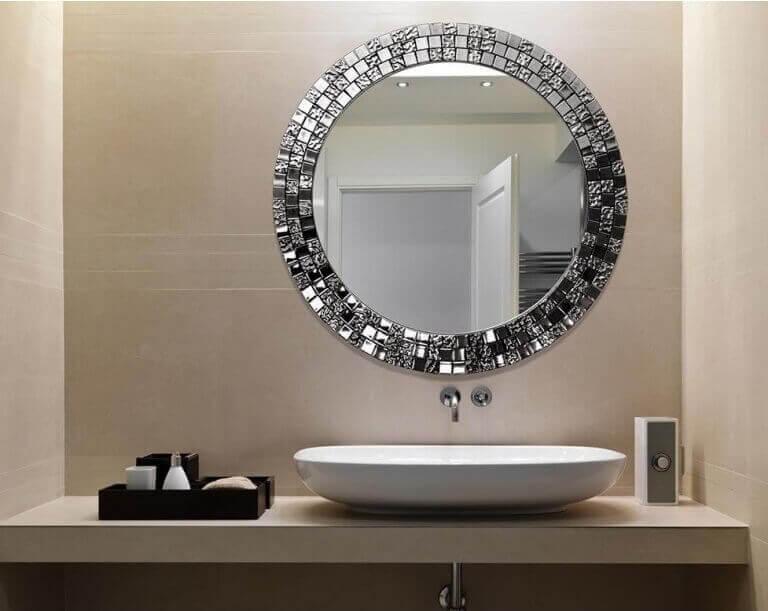 Speglar i badrummet