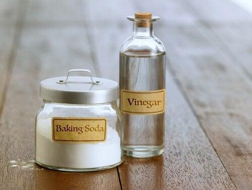Bakpulver och vinäger har en mjukgörande effekt