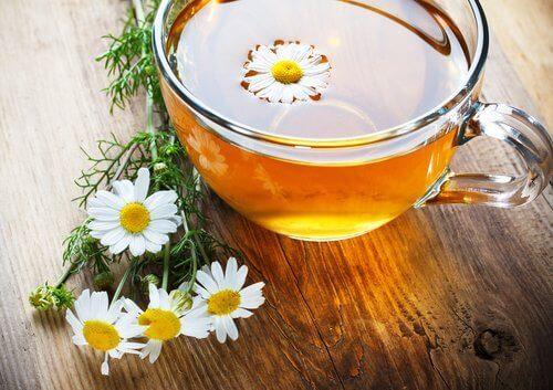 Blommor och te.