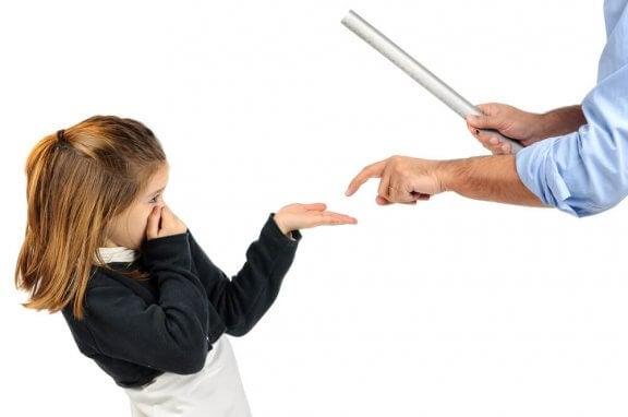 Vad som händer efter fysisk bestraffning av barn.