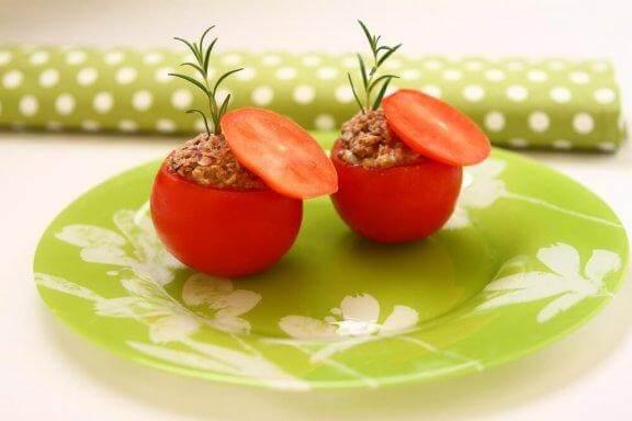 Fyllda tomater med tonfisk: ett lätt och läckert recept