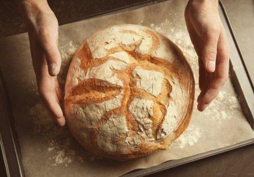 Baka bröd utan att knåda eller använda gluten