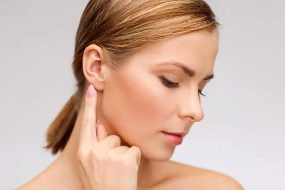 Prova dessa naturliga huskurer för tinnitus