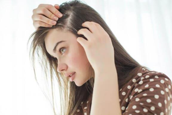 10 tips för att naturligt stärka din hårbotten