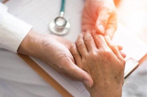 Smärta och svullnad är symtom på ledgångsreumatism