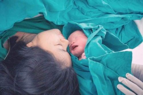 Hormonet oxytocin sätter igång födseln