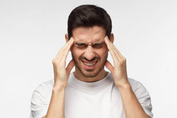 Hur man naturligt lindrar spänningshuvudvärk