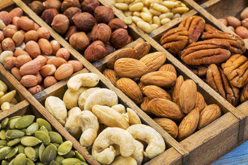 Gör en turkisk äppelsallad med nötter