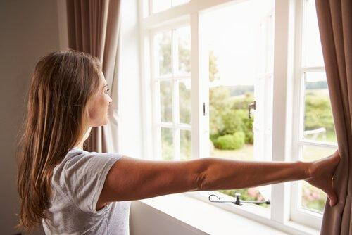 Rengör luften genom att öppna fönster