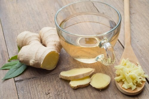 Te på ingefära som naturligt lindrar spänningshuvudvärk.