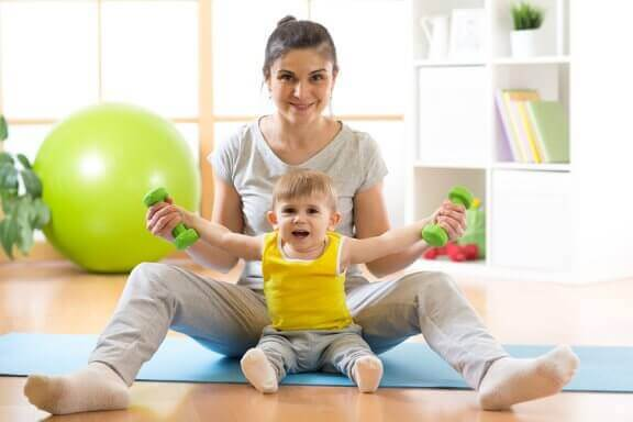Hur man lär sin bebis att sitta upp själv