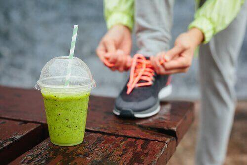 Dricker proteinshake innan träning