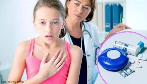 Flicka med astma