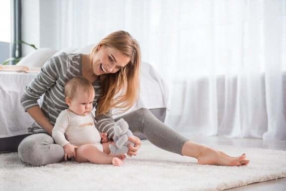Lär bebis att sitta