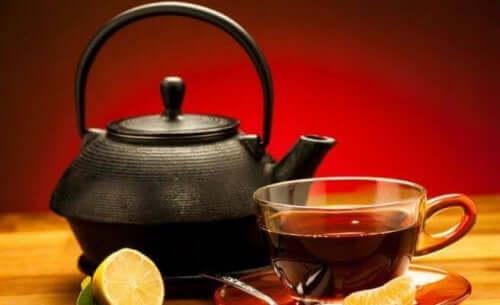Svart te med citron