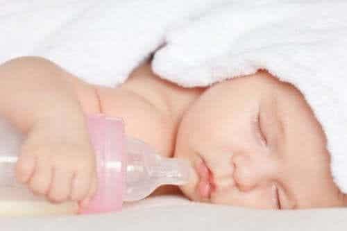Är det skadligt för barn att använda nappflaskor?