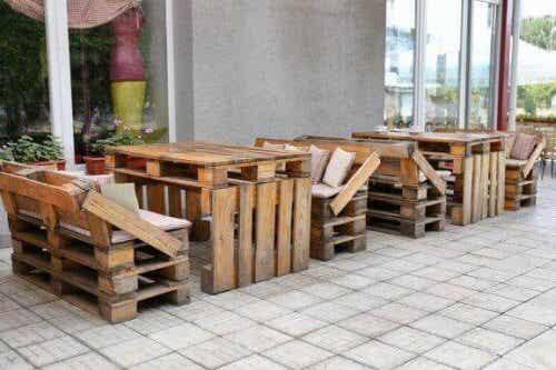 Åtta fantastiska idéer för att skapa återanvända möbler