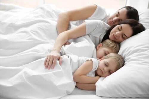 Barn som vill sova i föräldrarnas säng