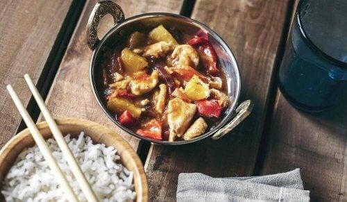 Utsökt kinesiskt recept med kyckling med sötsur sås