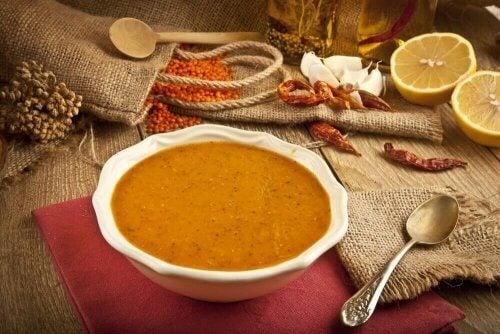 Prova ett enkelt recept på krämig linssoppa