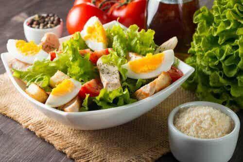Tre varianter på sallad med ägg som du kommer älska