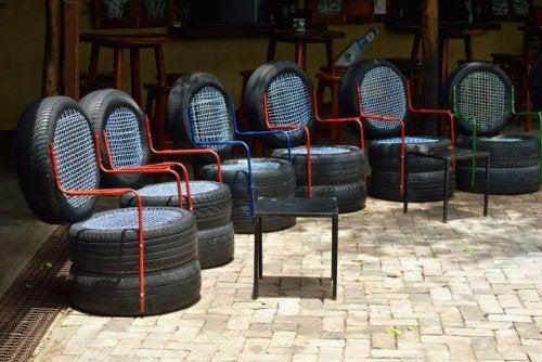 Att skapa återanvända möbler av däck.
