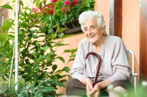 Hjälp den äldre personen att hantera en sjukdom