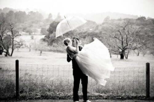 Det finns fördelar med att gifta sig som ung