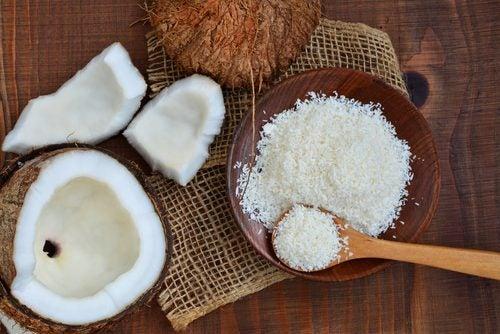 Toppa bullarna med riven kokos