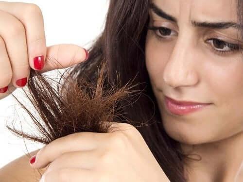 Kvinna med torrt hår.