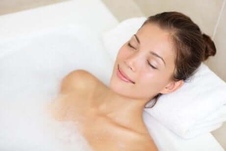Bli kvitt huvudvärken med varmvattenbad