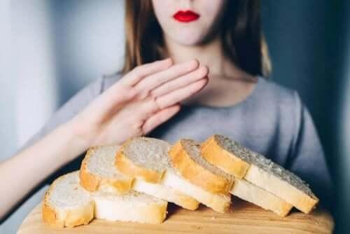 Kvinna som inte äter bröd.
