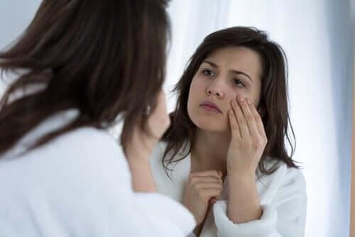 Svullna ögon kan komma av vätskebrist