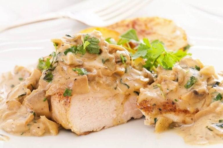 Recept på läckra kycklingbröst i ostsås