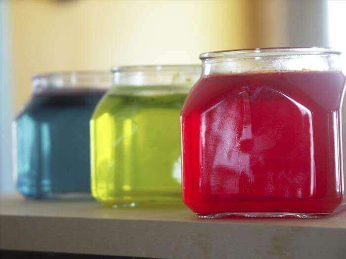 Luftrenare i olika färger.
