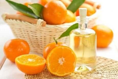 Skydda håret med mandarin- och jojobaolja