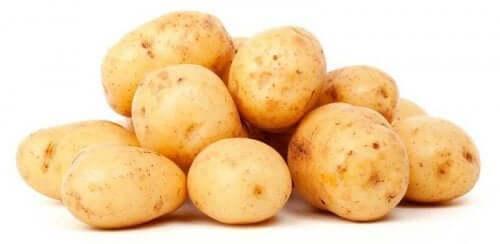 Potatis i hög.
