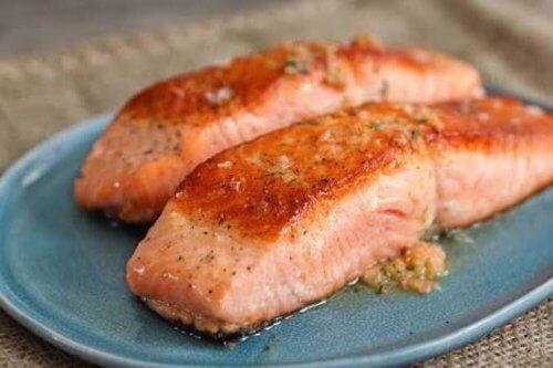 Lax rekommenderas som mat för ledhälsan.