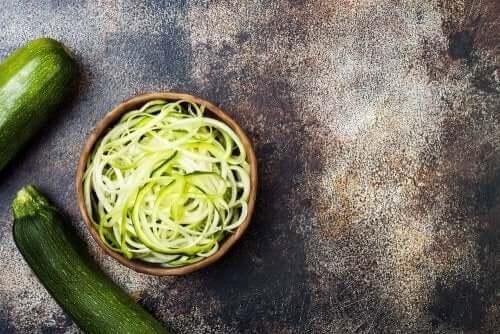 Recept med säsongsgrönsaker: zucchini.