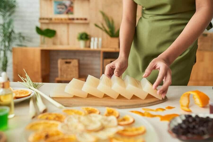 Gör dekorativa och aromatiska tvålar med glycerin