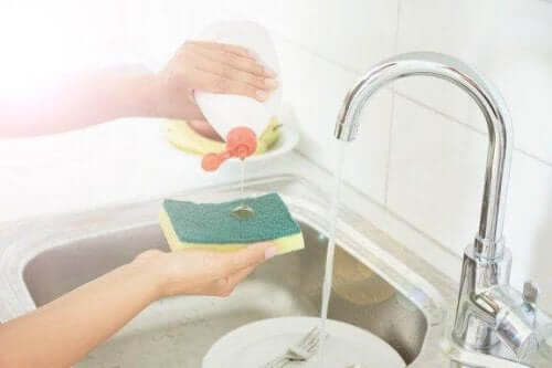 Fem trick för att desinfektera dina kökssvampar