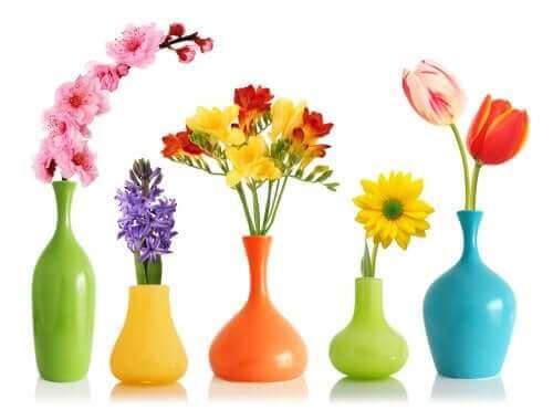 Renovera med sprejfärg vaser med sprejfärg