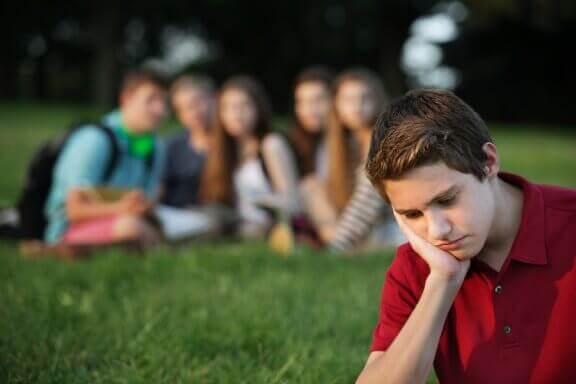 Hur du hjälper barn att hantera grupptryck