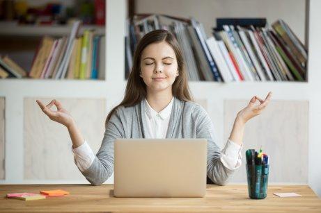 Kvinna hanterar stress