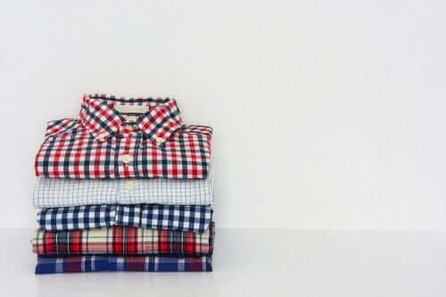 Lär dig att vika tröjor på rekordtid