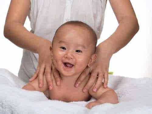 Massage för bebisar: vilken typ är bäst?
