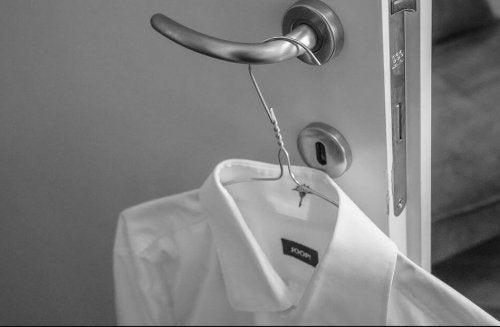 Skjorta på galge