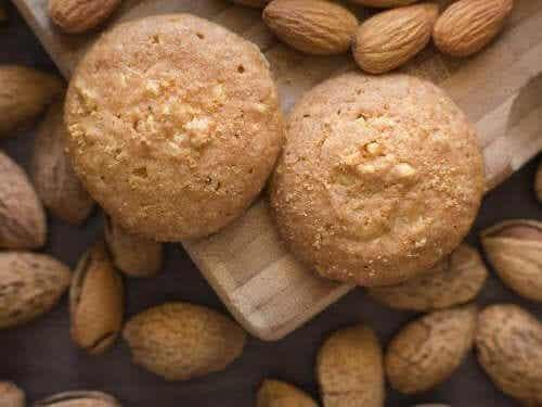 Kakor med kokosnöt och mandel: ett nyttigt recept