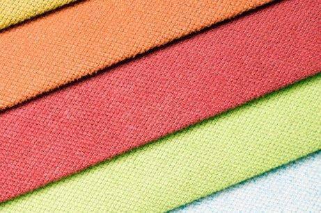 Är mönstrat eller enfärgat bästa looken för bröllop?