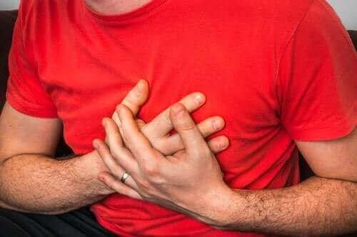 Orsaker till bröstsmärta när man hostar